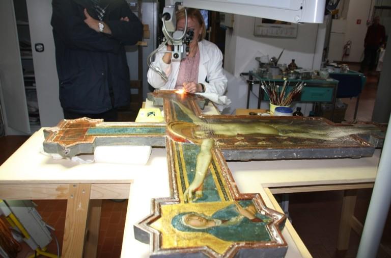 Risultati immagini per restauro crocifisso simone martini