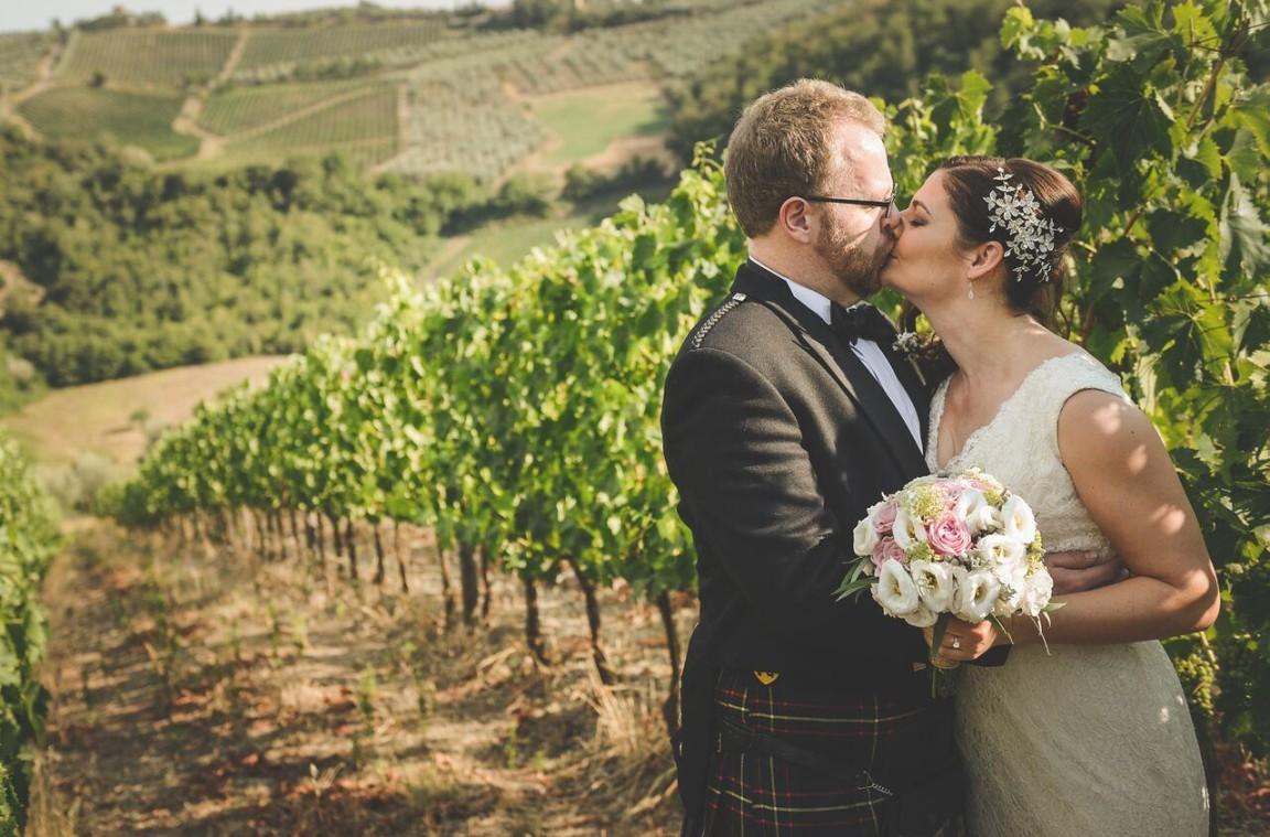 Matrimonio In Vigna : Il matrimonio nelle vigne di borgo casa al vento è un