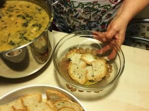 si assembla pane e zuppa